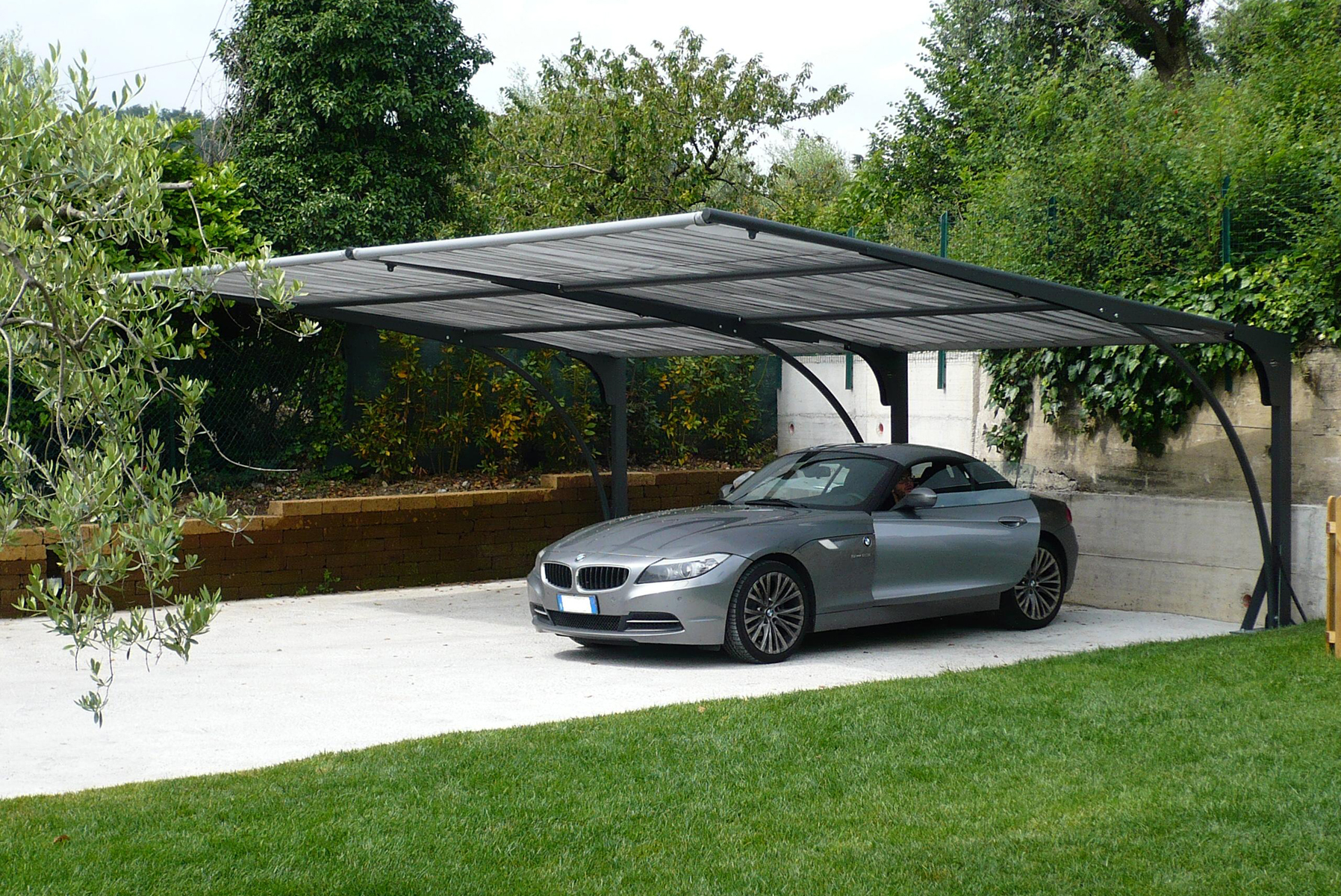 Coperture per auto in ferro coverclass for Coperture in legno per auto usate